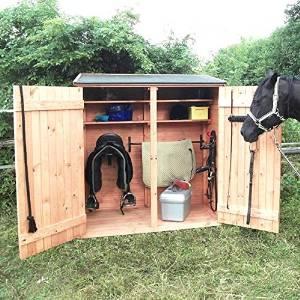Sattelschrank Montana ist ein Holzschrank, in dem Reiter Ihre Reitsachen verstauen können. Im Sattelschrank Test das einzeige Modell aus Holz.