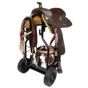 Sattelwagen mit viel Platz für Sattel und Zubehör zum Reiten.